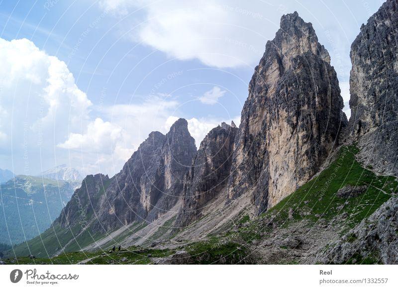 Cadini Gruppe Ferne wandern Natur Landschaft Urelemente Erde Himmel Wolken Horizont Sommer Gras Felsen Alpen Berge u. Gebirge Dolomiten Südtirol Gipfel Geröll