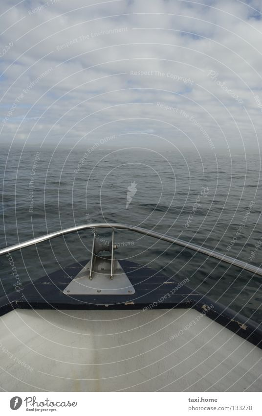Schiff Himmel weiß Meer Ferien & Urlaub & Reisen ruhig Wolken Einsamkeit Ferne Gefühle Linie Wasserfahrzeug Erde Wellen Wind Horizont Afrika