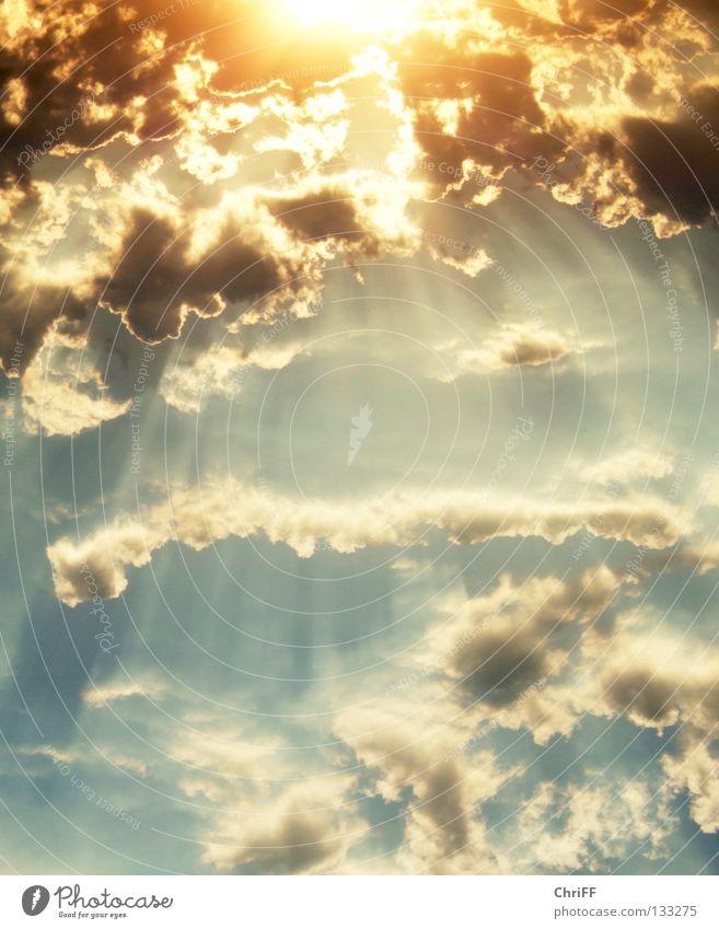 Und Gott sprach... Sonnenuntergang Sonnenstrahlen Wolken glühen ruhig Romantik schön fantastisch überwältigt Futurismus Ferne Himmelskörper & Weltall Abend