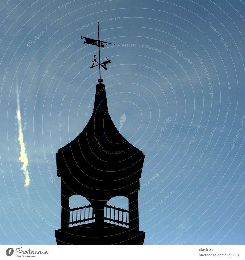 Himmel kaputt Himmel blau schwarz Religion & Glaube Turm Zaun Gutshaus Geländer Absturz Gotteshäuser Kirchturm Kondensstreifen Wetterhahn