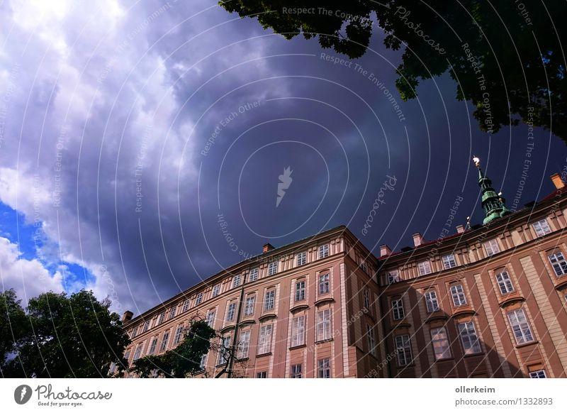 Prag Burg Hradschin - Paradiesgarten Himmel Ferien & Urlaub & Reisen blau schön Sommer Erholung Wolken Haus Fenster Stil grau braun oben Fassade elegant Europa