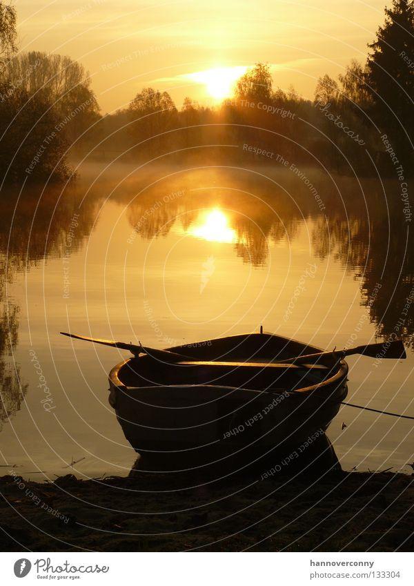 """""""Guten Morgen""""-Idylle Wasser Sonne ruhig Erholung Spielen Wasserfahrzeug See Zufriedenheit Nebel Sonnenaufgang Romantik Tau Teich Ruderboot Paddel Wasserspiegelung"""