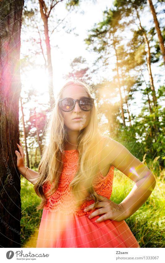 Sommer oder was? Lifestyle elegant Stil schön feminin Junge Frau Jugendliche 18-30 Jahre Erwachsene Natur Landschaft Schönes Wetter Baum Gras Wald Kleid