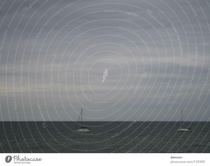 the hunt Meer Sehnsucht Wolken Sturm ungemütlich nass kalt Wasserfahrzeug Segeln Wellen Horizont Ferne Unendlichkeit Herbst Ostsee Wind