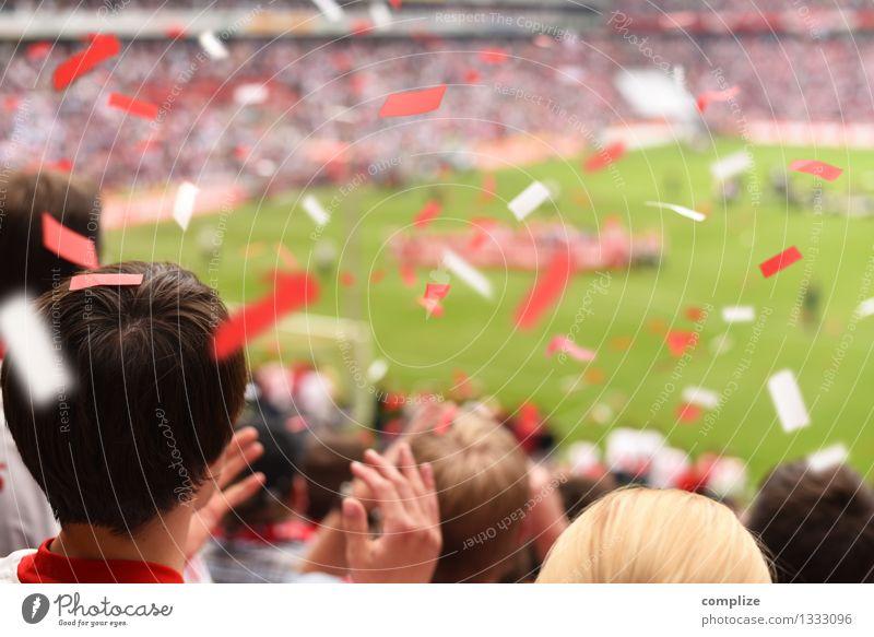 Olé Olé! Mensch Hand rot Freude Sport Spielen Lifestyle Freizeit & Hobby Erfolg Fußball Hilfsbereitschaft Kurve Publikum Sportveranstaltung kämpfen Sportler