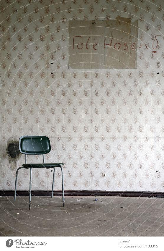 nichts los. Einsamkeit Wand Stil Tod Hintergrundbild frei leer retro Stuhl Schriftzeichen Bodenbelag Vergänglichkeit Club Hose Tapete Raum
