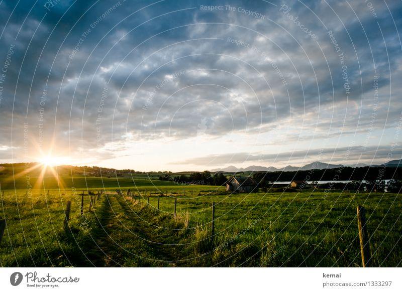 Sommersonnenaufgang Himmel Natur Ferien & Urlaub & Reisen Pflanze grün Sonne Landschaft Wolken ruhig Berge u. Gebirge Umwelt Wiese Wege & Pfade außergewöhnlich