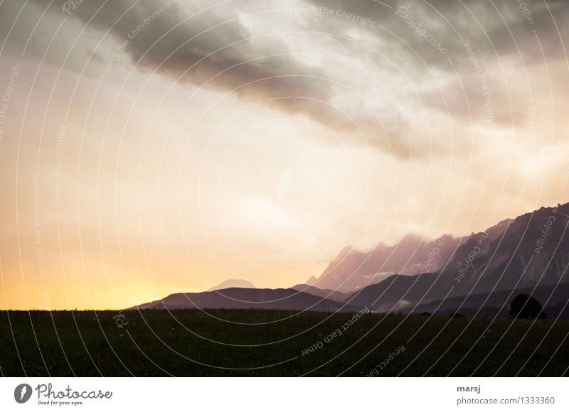 Heiter bis bewölkt Ferien & Urlaub & Reisen Sommer Einsamkeit ruhig Wolken Ferne Berge u. Gebirge Traurigkeit Frühling leuchten Ausflug Klima bedrohlich