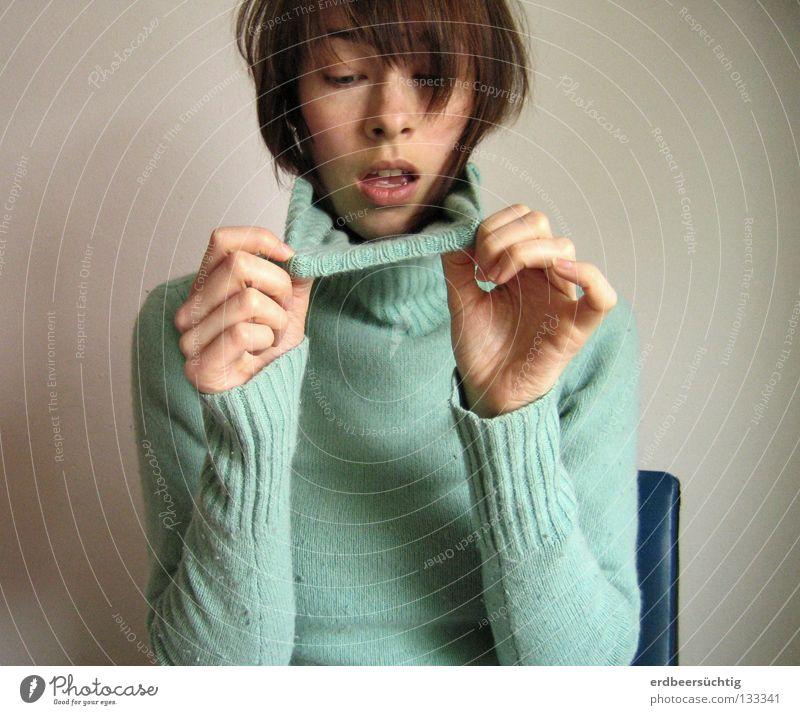 Oh no...it's lipstick... Frau Hand blau Gesicht Wand Kopf Traurigkeit Mund Erwachsene Behaarung offen Stuhl Dame unten Pullover