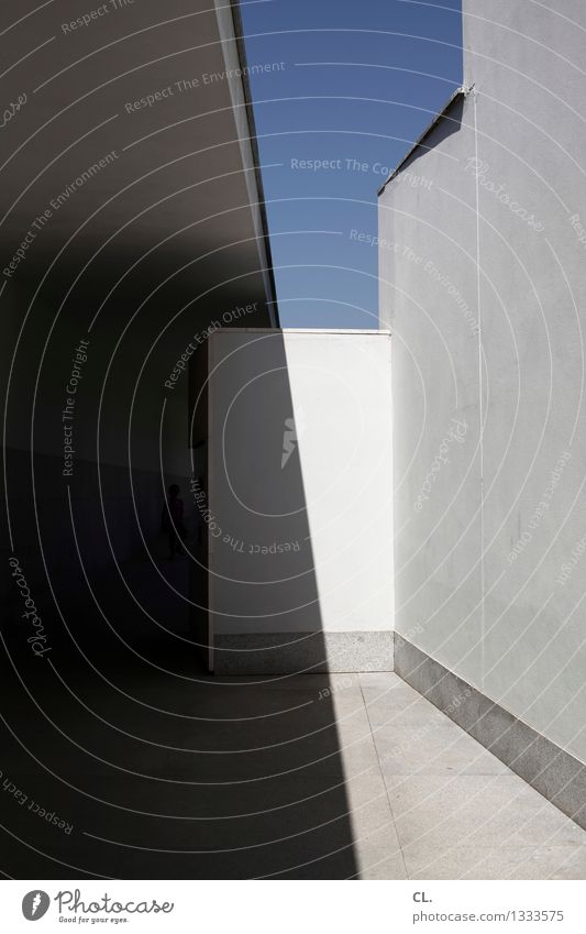 porto \ Wolkenloser Himmel Schönes Wetter Haus Gebäude Architektur Mauer Wand Gang eckig ästhetisch Farbfoto Außenaufnahme abstrakt Tag Licht Schatten Kontrast