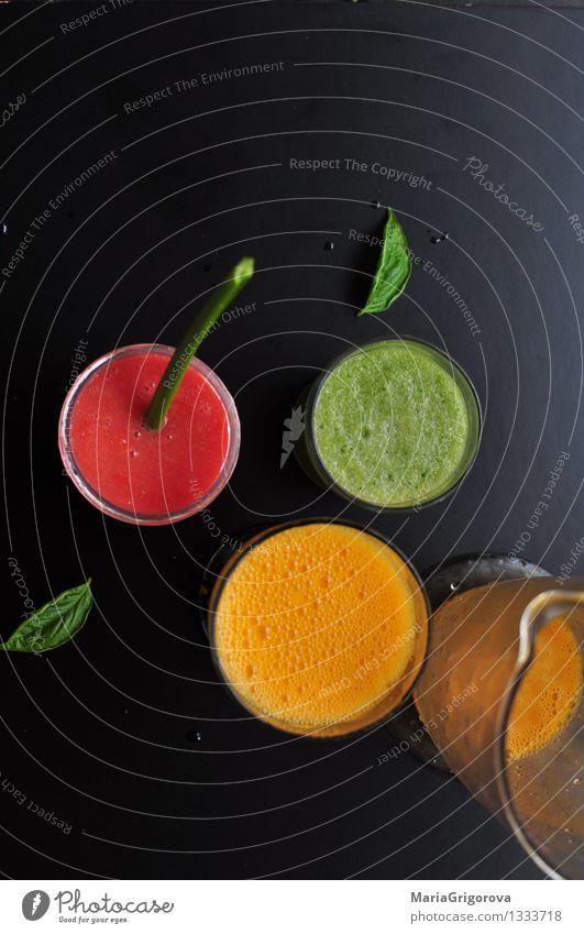 Verschiedene detox Säfte Lebensmittel Frucht Glas Orange Ernährung Getränk trinken Bioprodukte Apfel Frühstück Vegetarische Ernährung Diät Mittagessen