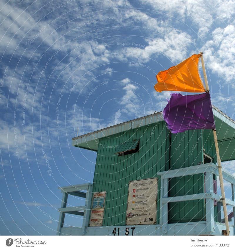 rescue me Strand Küstenwache Meer Haus Fahne Ferien & Urlaub & Reisen Himmel Wolken Detailaufnahme Wachsamkeit wachhaus beach patrol ocean sea Hütte flag flags