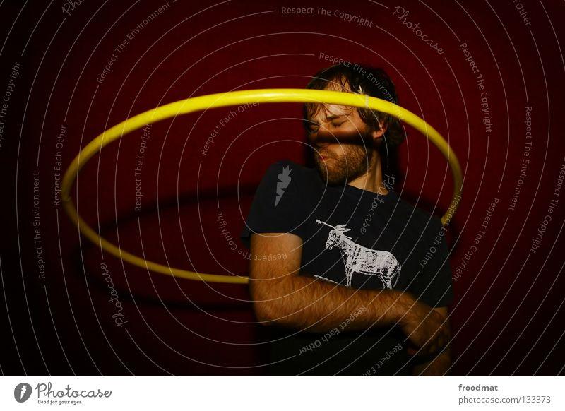 Hula Hoop Hula Hoop Reifen Hongkong rot gelb Aktion verschwitzt Zirkus drehen Kopfschmerzen Freude Freizeit & Hobby reifentreiben Gesicht Gesichtsausdruck