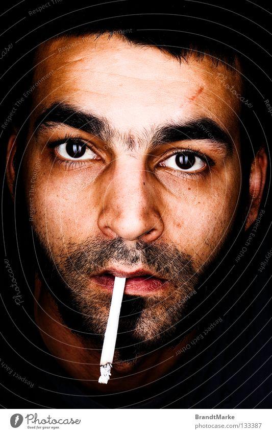 was? Porträt Mann Bart unrasiert erstaunt Zigarette Tabak Reflexion & Spiegelung Überraschung Makroaufnahme Nahaufnahme Auge Blick Dreitagebart staunen Rauchen