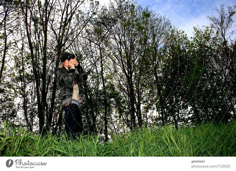 Photographer Himmel Mann blau weiß grün Baum Freude Wolken Wald Landschaft Gras Kunst Feld gehen Fotografie Ausflug