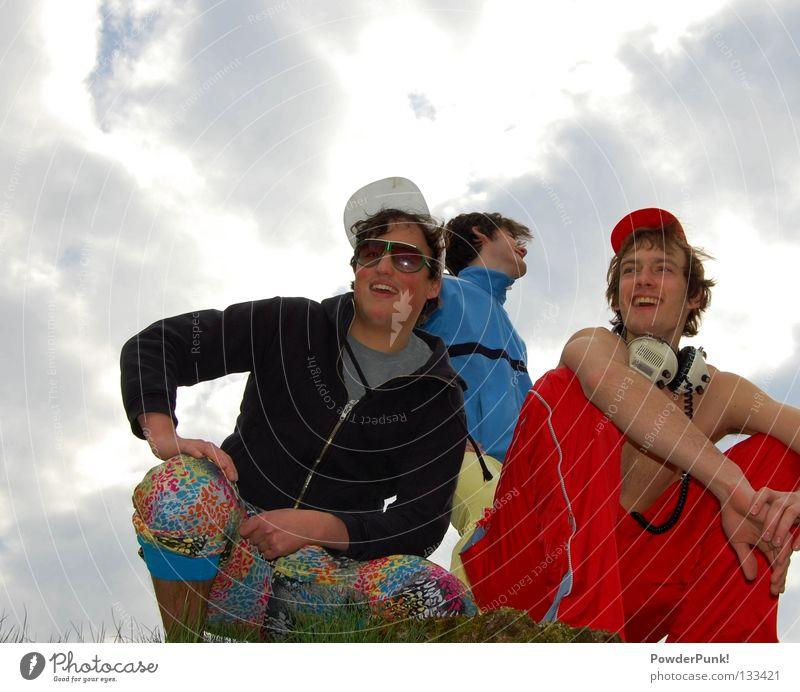 die band Jugendliche Himmel blau rot Sommer Freude gelb Musik lustig verrückt retro Bayern Konzert Schnur trashig Mütze