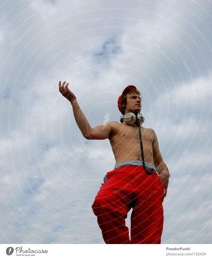 Statue rot Kopfhörer Mütze Mann Musik Wolken Hand Freude Kunst Kultur Himmel Schnur blau blick in die ferne Arme