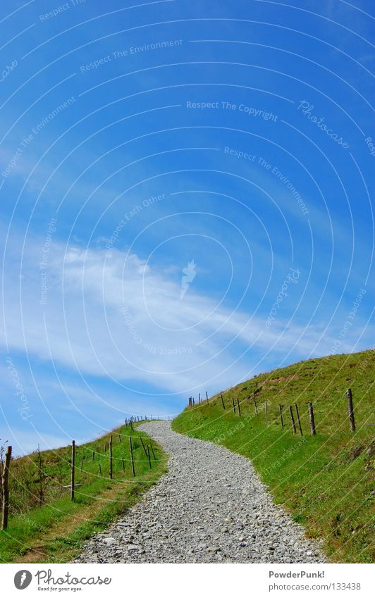 ab in den himmel Himmel blau Sommer Wolken Wiese Spielen Berge u. Gebirge Wege & Pfade wandern Horizont Klettern Alpen Weide Zaun Österreich Kies