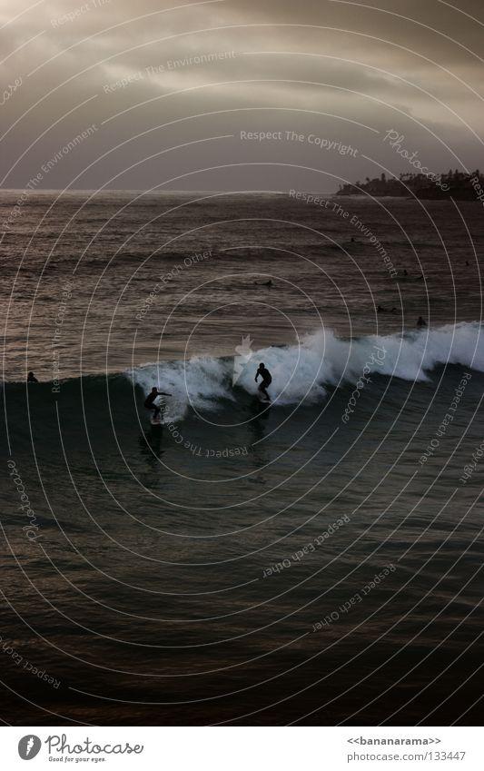 Gefährliche Brandung 2 Surfer Surfbrett Meer Wellen Funsport Strand Küste Wave Sea San Diego County Pacific Beach Wasser Wetsuit Surfen