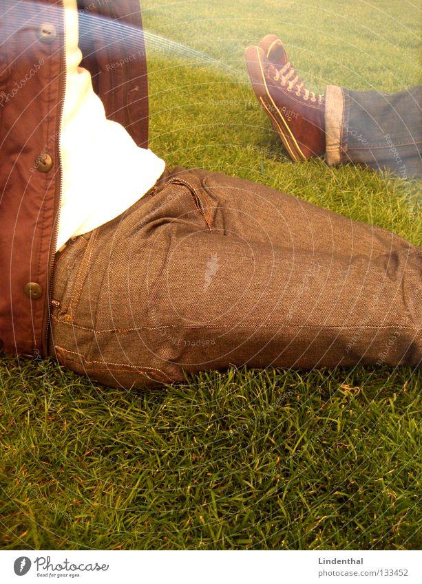Relax Erholung Wiese Schuhe Jacke Hose Park genießen Sommer sitzen liegen Sonne
