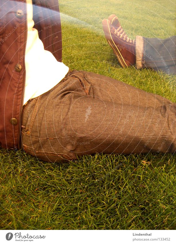Relax Sonne Sommer Erholung Wiese Park Schuhe sitzen liegen Hose Jacke genießen