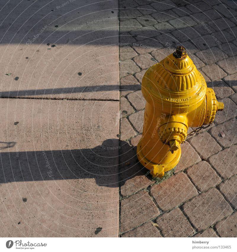 water on demand Wasser Straße Stein Brand Beton USA Asphalt Amerika Bürgersteig Kopfsteinpflaster Pflastersteine Feuerwehr Feuerwehrauto Anschluss Bordsteinkante