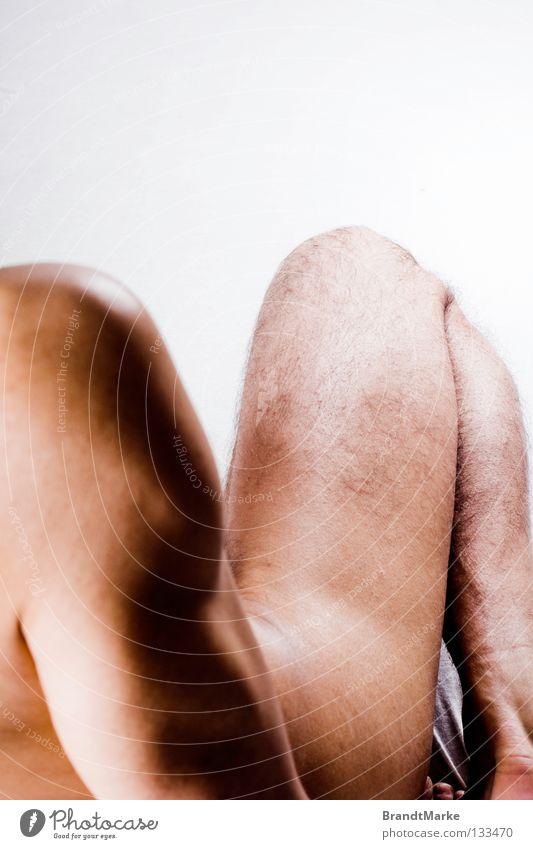 dreizuzwei Mann schön Haare & Frisuren Beine Haut Arme Elektrizität Ecke Teilung eng Schulter Knie Akt Oberschenkel Höhepunkt angewinkelt