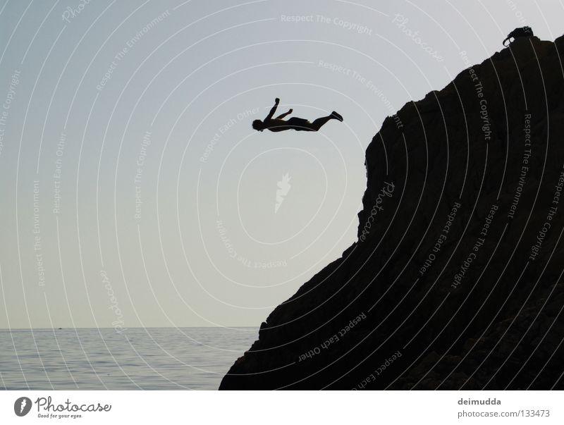 BagBomb springen Wasserfahrzeug tief Mann Luft hängen bereit Meer Extremsport Himmel Berge u. Gebirge hoch Mensch fallen fliegen angewurzelt Tod