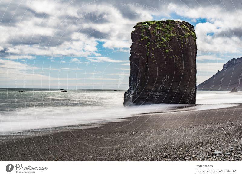 Fels in der Brandung Himmel Natur Ferien & Urlaub & Reisen blau Sommer Wasser Sonne Meer Landschaft Wolken Ferne Strand schwarz kalt Umwelt natürlich