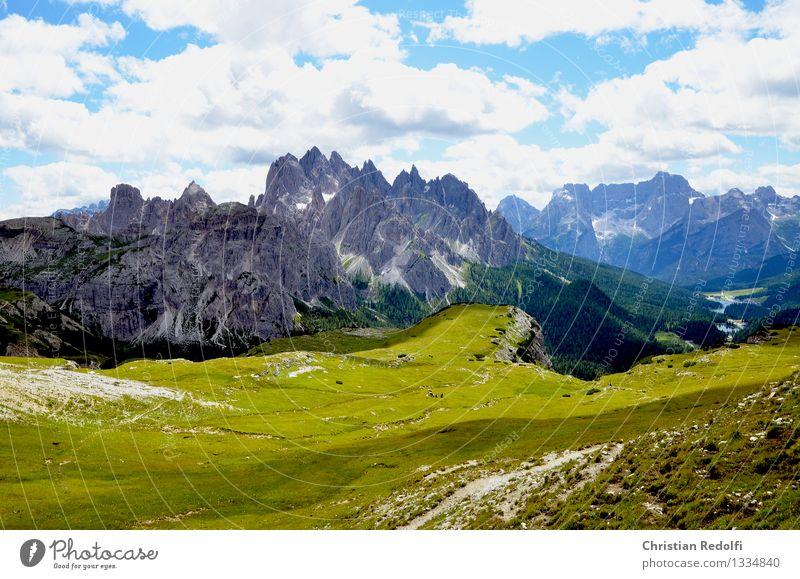 Berge Berge u. Gebirge Gipfel Schneebedeckte Gipfel Wolken über den Wolken Wiese Alm wandern Bergsteigen Freiheit Dolomiten Himmel Licht Schatten Bergwiese