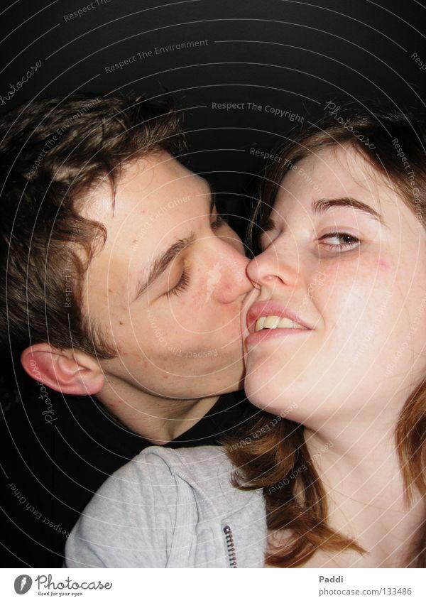 =) Mensch Jugendliche Freude Gesicht Liebe Gefühle Kopf Glück Paar Freundschaft Romantik Lippen berühren nah Küssen fantastisch