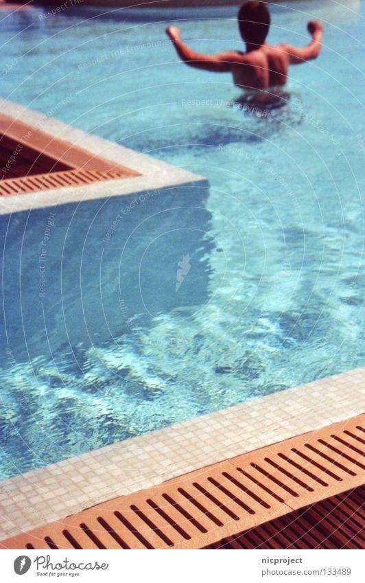 Poolläufer Wasser Sommer Freude Ferien & Urlaub & Reisen nass frisch Schwimmbad Erfrischung