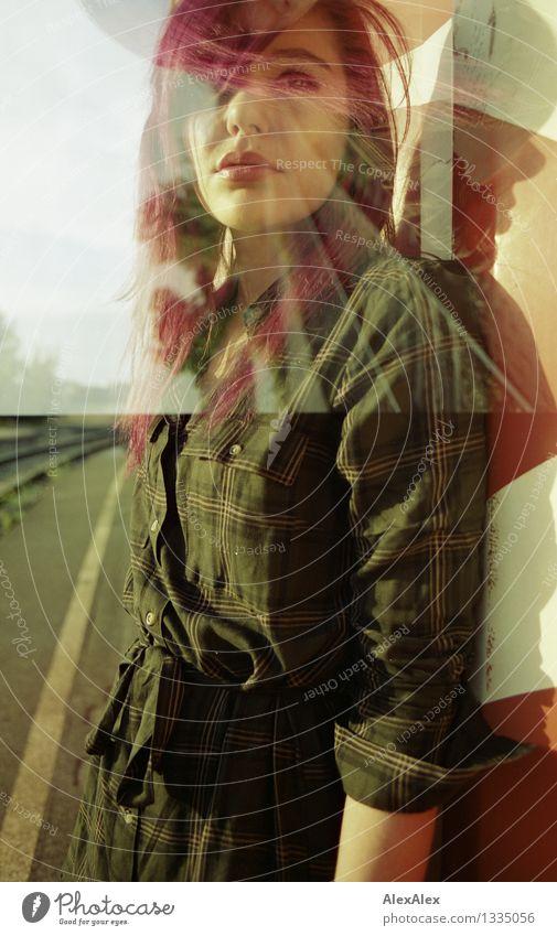 da geht etwas von ihr aus Junge Frau Jugendliche Gesicht 18-30 Jahre Erwachsene Landschaft Schönes Wetter Kleid langhaarig Doppelbelichtung beobachten warten