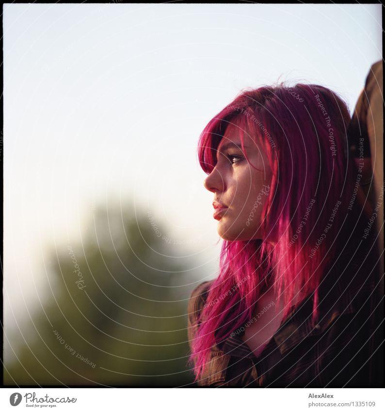 Freundin der Sonne Jugendliche Stadt schön Junge Frau Erotik 18-30 Jahre Gesicht Erwachsene feminin Haare & Frisuren außergewöhnlich Stimmung träumen elegant