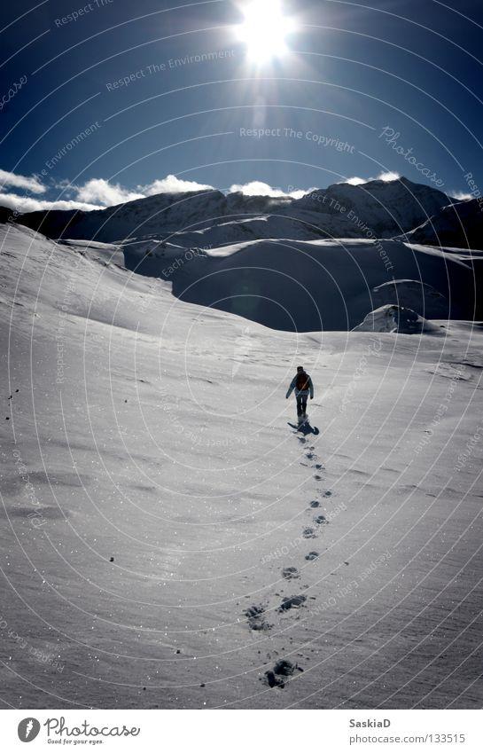 Unerreichbar Mensch Natur Sonne Winter Einsamkeit Schnee wandern Schweiz Spuren Alpen Wintersport unberührt Bergwanderung