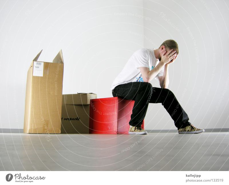 pack deine sachen Mensch Mann weiß rot Konzepte & Themen Farbe Arbeit & Erwerbstätigkeit Denken Raum Wohnung Güterverkehr & Logistik berühren Konzentration