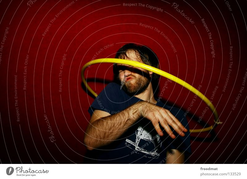 Rotationsellipsoid Hula Hoop Reifen Hongkong rot gelb Aktion verschwitzt Zirkus drehen Kopfschmerzen diagonal Schüchternheit Vignettierung Show Artist