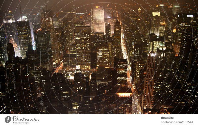dschungel New York City Stadt Hochhaus grau Beton Stahl Haus Verkehr Himmel Empire State Building Fenster USA Licht PKW oben sky herab Straße