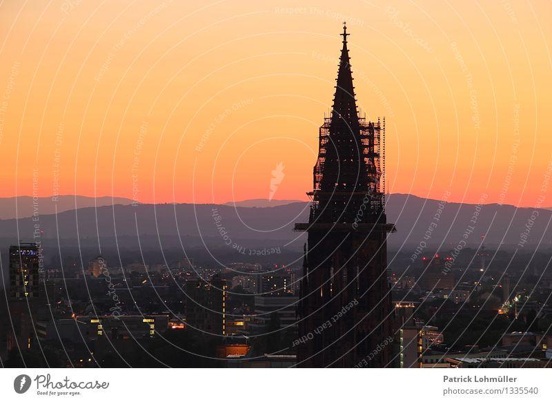 Dämmerung über Freiburg Stadt alt Sommer Landschaft Umwelt Architektur Religion & Glaube Deutschland Horizont Design Tourismus ästhetisch Europa Kirche