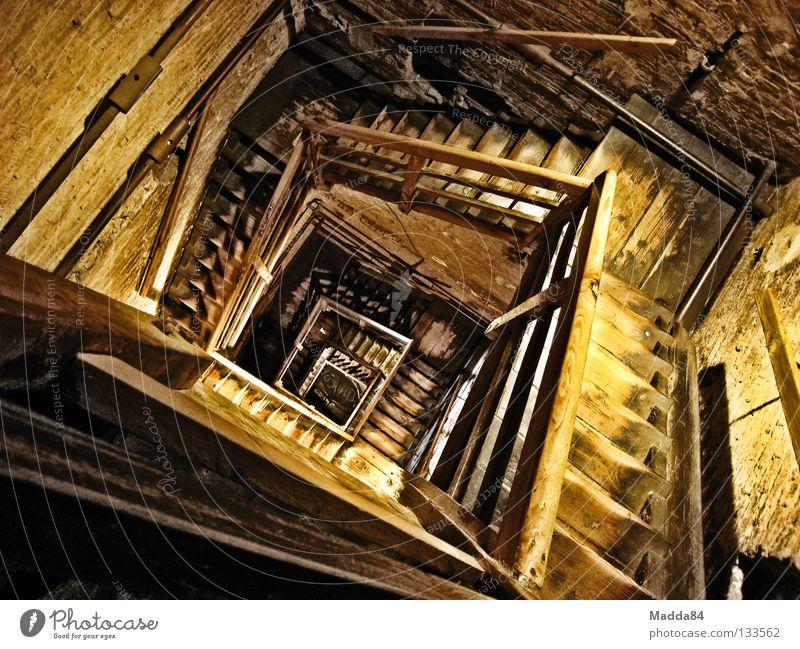 wie viel hab ich noch????? Holz Gebäude Treppe Turm Denkmal historisch tief Sturz aufwärts Wahrzeichen anstrengen Schnecke Spirale Abstieg transpirieren