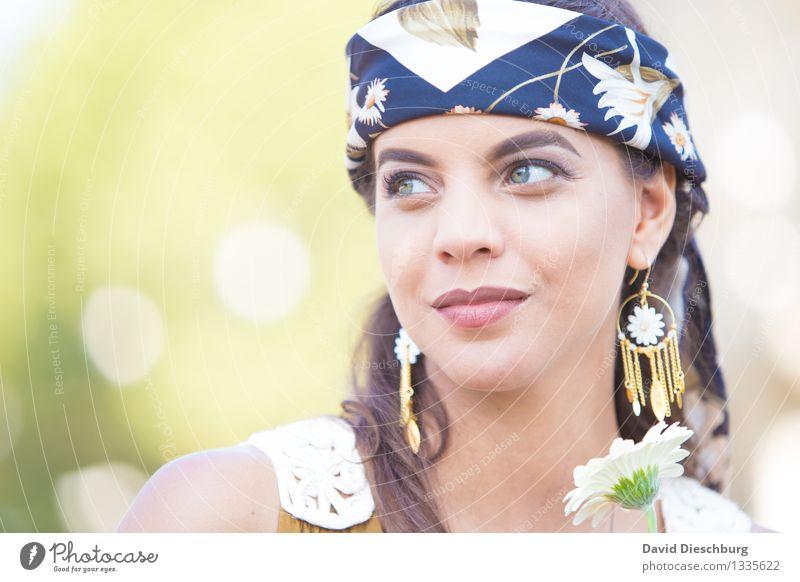 Tagtraum feminin Junge Frau Jugendliche Gesicht 1 Mensch 18-30 Jahre Erwachsene Schmuck Ohrringe Kopftuch brünett langhaarig Optimismus Gelassenheit ruhig