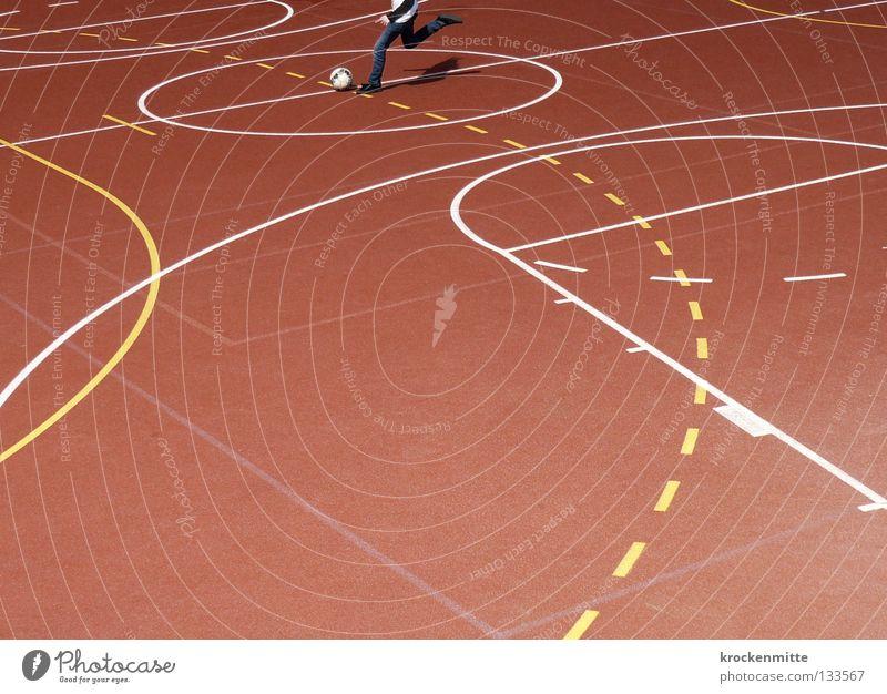 Mittelsturm weiß rot gelb Sport Spielen Linie Fußball Feld Schilder & Markierungen Kreis Platz Ball rund Spuren Kugel Grenze
