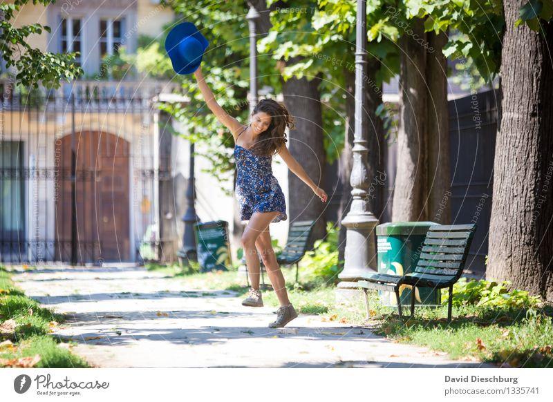 Because i'm happy Tanzen feminin Junge Frau Jugendliche Erwachsene Körper 1 Mensch 18-30 Jahre Frühling Sommer Schönes Wetter Baum Park Stadt Kleid Hut brünett