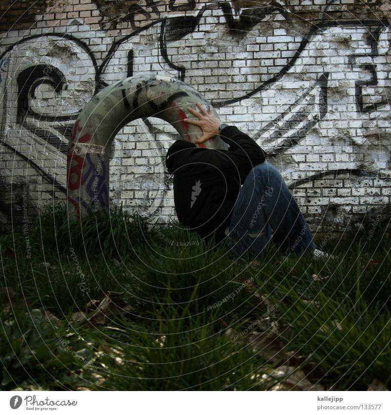 kopfschmerz Mensch Mann Graffiti Gras Denken lustig Schutz Kreativität Idee Konzentration skurril Röhren bizarr obskur Gedanke Humor