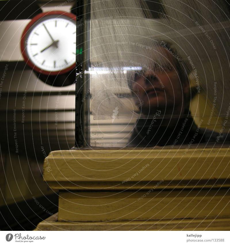 feierabend Mensch Mann dunkel Leben Wege & Pfade Lampe träumen Beleuchtung Zeit Arbeit & Erwerbstätigkeit Kraft Glas Uhr Eisenbahn Lifestyle planen