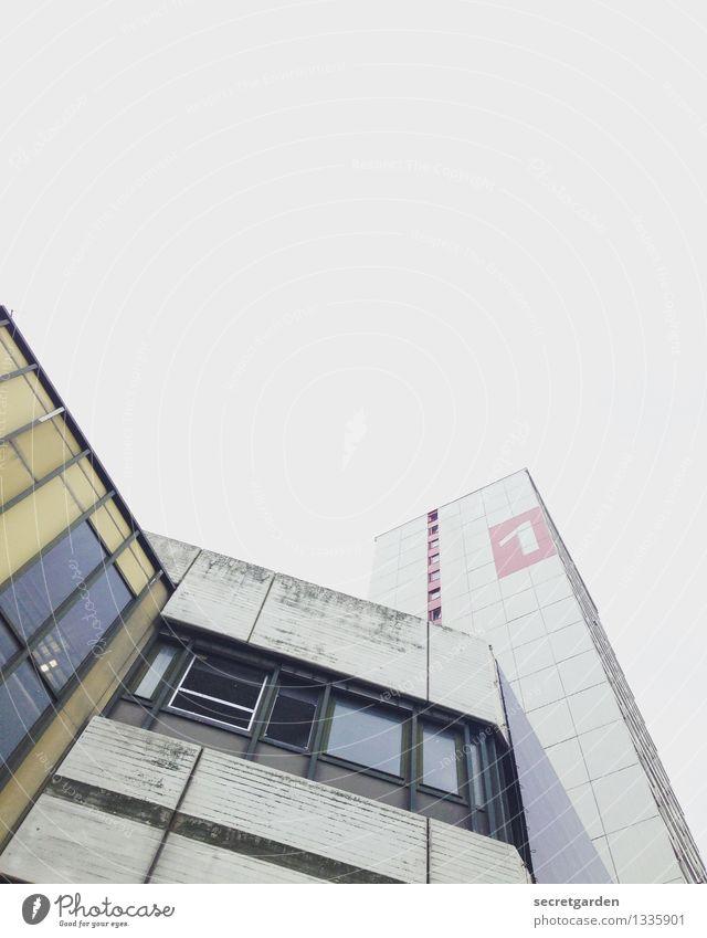 urbane lebensform. Häusliches Leben Wohnung Wolkenloser Himmel Hannover Hochhaus Bauwerk Gebäude Architektur Fassade Fenster Ziffern & Zahlen ästhetisch Stadt