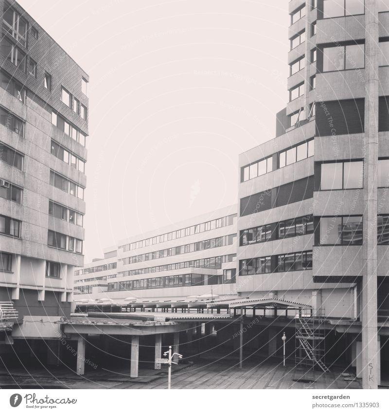 grossstadtdschungel Hannover Ihme-Zentrum Stadt Stadtzentrum Hochhaus Tunnel Bauwerk Gebäude Architektur Beton Häusliches Leben Bürogebäude Fenster Einsamkeit
