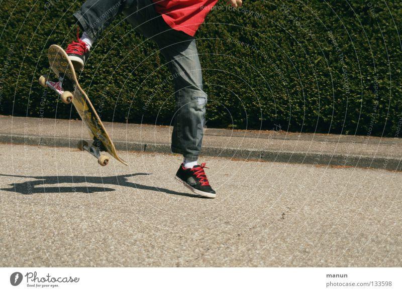 Skate it! II Kind Jugendliche rot Freude schwarz Straße Sport Junge springen Spielen Bewegung Gesundheit Freizeit & Hobby Asphalt Fitness Skateboarding