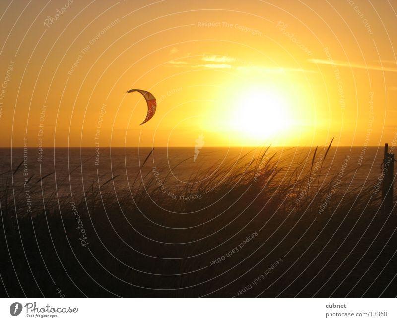 kite-surfing capetown Sonnenuntergang Kapstadt Strand Meer Surfer Kite-Surfer Blueberg Africa