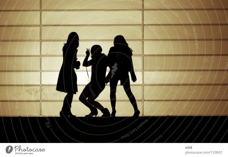 covershooting Girlband 3 Sänger Wand Jugendliche Freude Schnur Kontrast Musik Silhouette critical ops Strukturen & Formen Reihe mädelsband lustig Punk freaky
